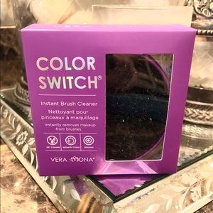 Vera Mona Color Switch Makeup brush cleaner